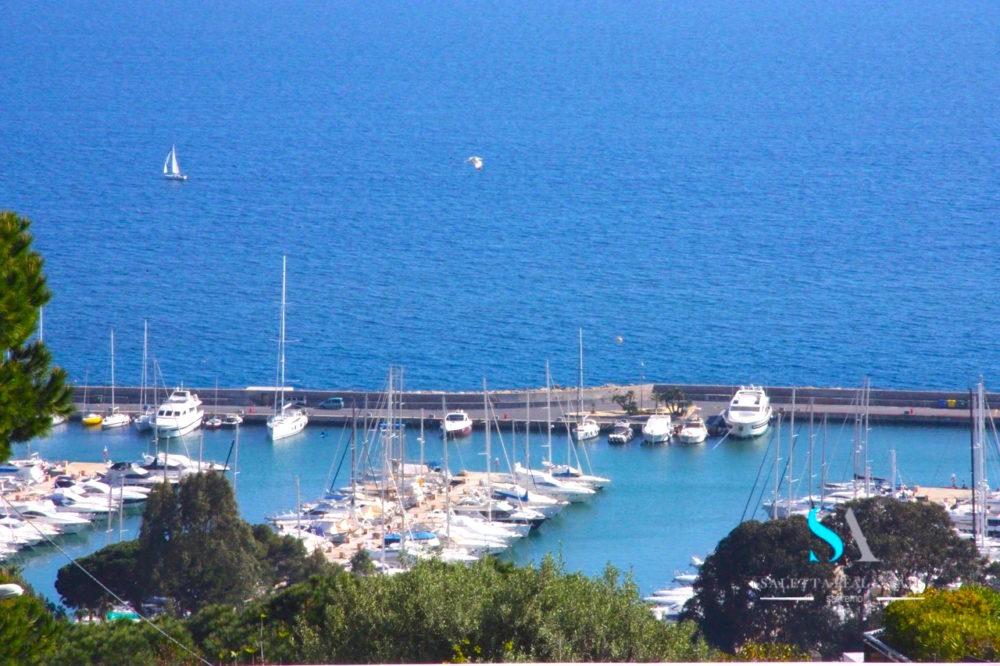saletta SLB109 vista mare e yachts