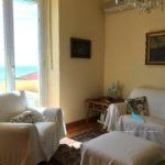09 saletta ST103 soggiorno con divani vista mare