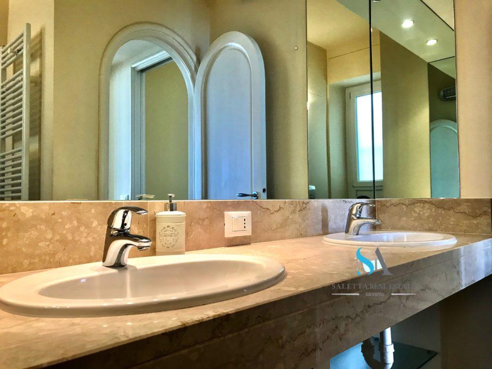 23 saletta ST103 bagno 1 padronale doppio lavandino finiture marmo